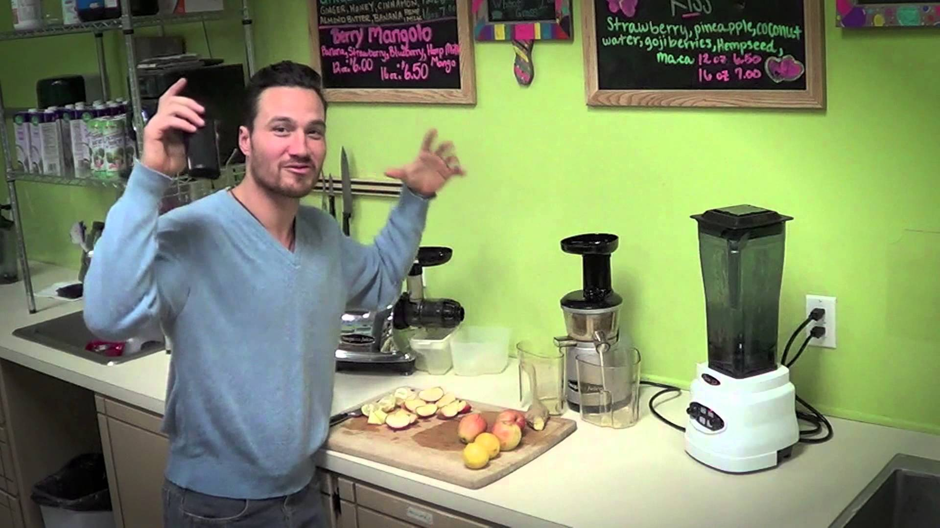 Omega – Juicing in VRT350 Juicer
